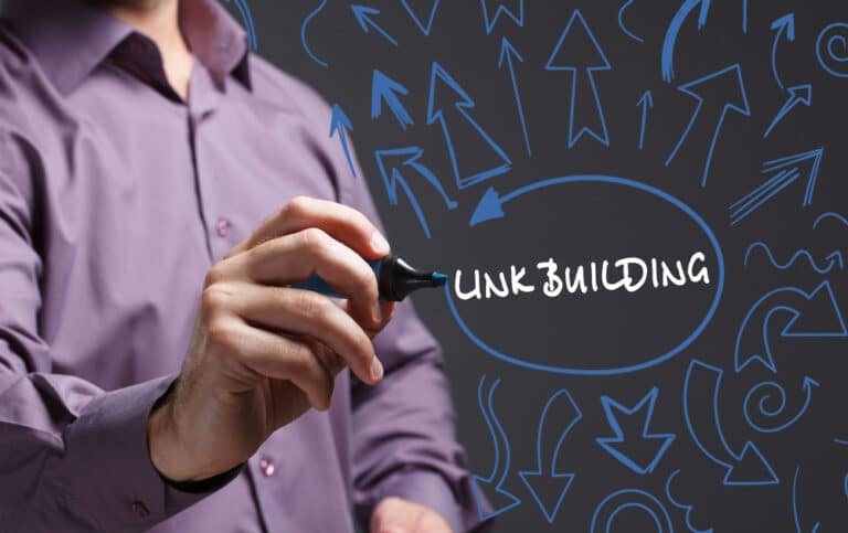 person drawing out images around the term link building